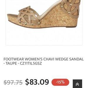 FOOTWEAR WOMEN'S CHAVI WEDGE SANDAL - TAUPE